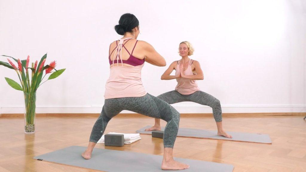 Yoga Übung zum Abnehmen: die Grätschhocke