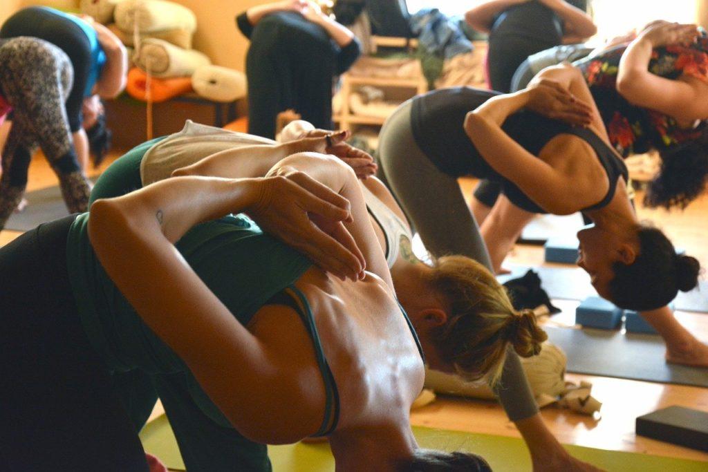 Yoga zum abnehmen fitness schweisstreibend kalorien